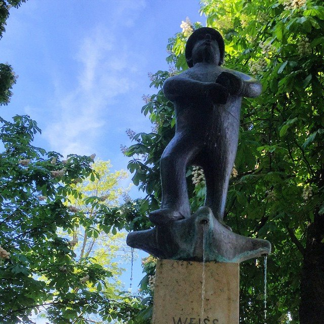 statue at viktualianmarkt man