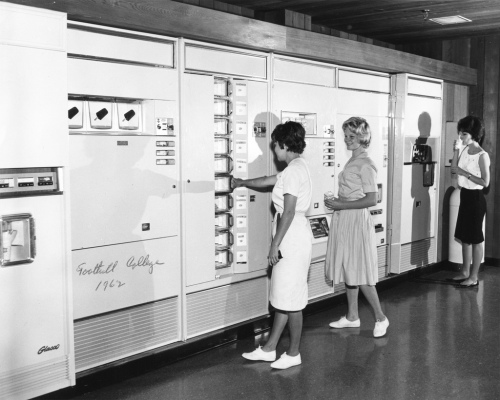 Day 14-women-at-lunch-machine