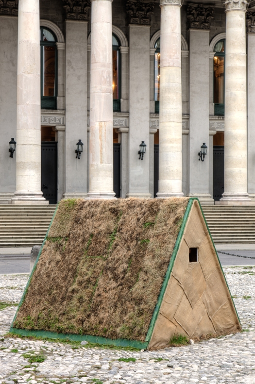 Shabbyshabby Apartments ist ein Kunstprojekt der Münchner Kammerspiele, von raumlaborberlin und ARTE Creative. In Zusammenarbeit mit der Technischen Universität München, Fakultät für Architektur. Gefördert durch die Bundeszentrale für politische Bil
