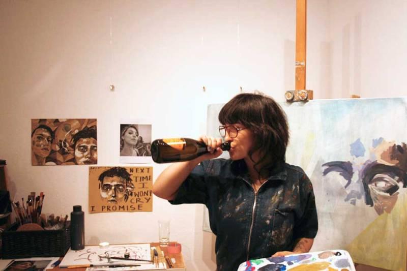 clich-pose-artist-bottle-of-prosecco-manuela-illera