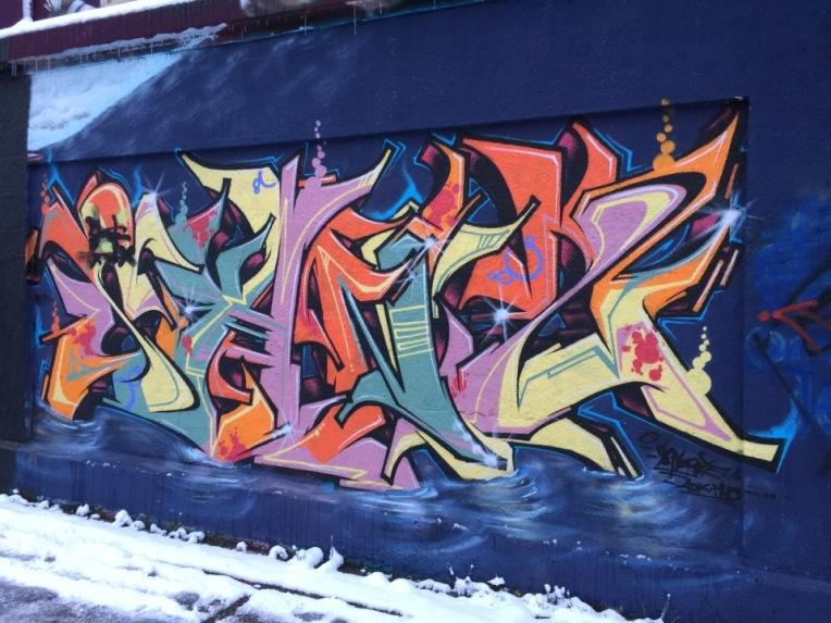 street-art-blue-letters-tumblingerstrasse-january-2016