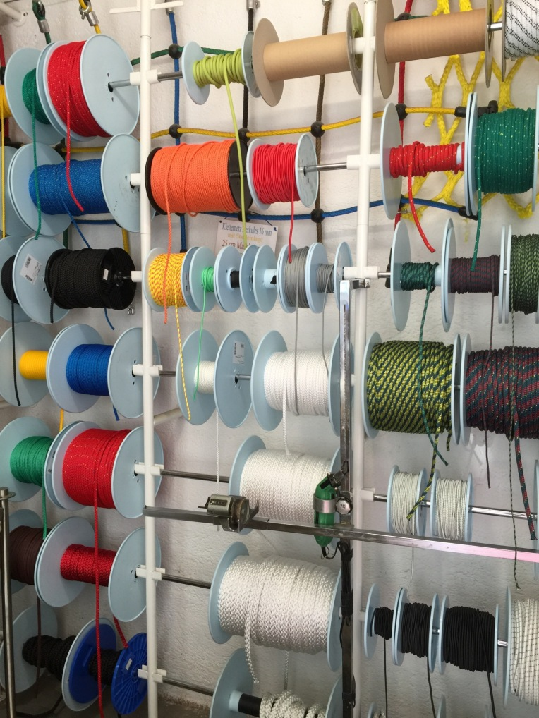 j-kienmoser-munich-artists-emmy-horstkamp-straps-wires-fastners-art-supplies12970210_1005893649465782_1696198433_o
